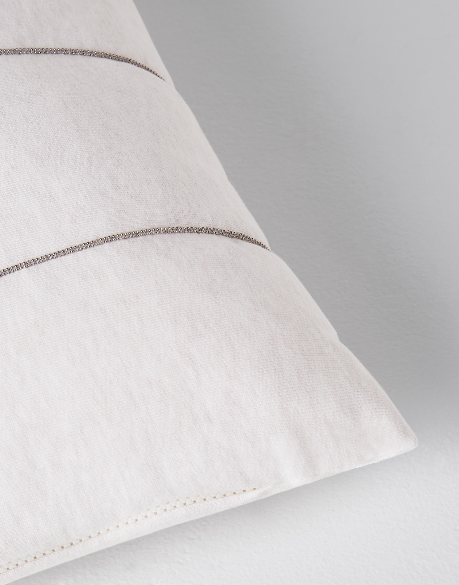 Fabric Cushions Oat Lifestyle 2 - Brunello Cucinelli